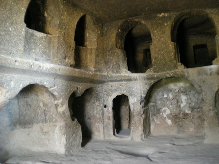 вырубленный в скалах - монастырь Селиме (Selime) 71512