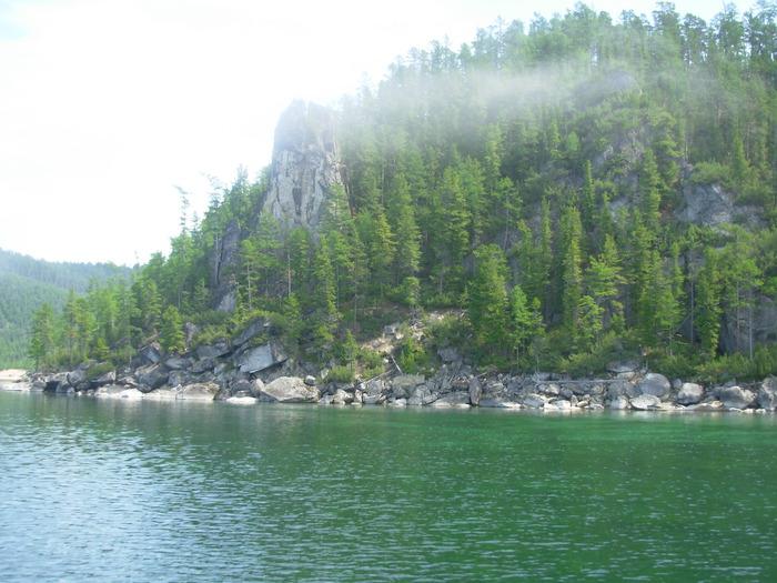 Скалы по берегам Байкала
