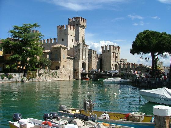 Viaggio-last-minute-di-San-Valentino-Week-end-in-Centro-Benessere-a-Sirmione-sul-lago-di-Garda (560x420, 60 Kb)