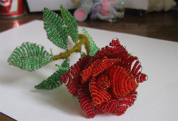 Роза из бисера. Схема плетения