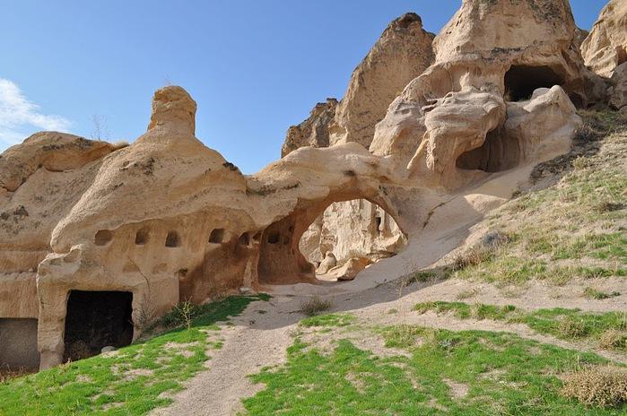 вырубленный в скалах - монастырь Селиме (Selime) 38997