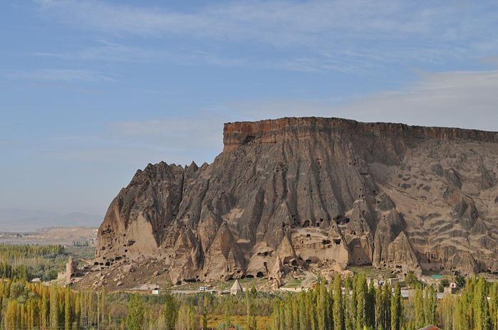 вырубленный в скалах - монастырь Селиме (Selime) 64160