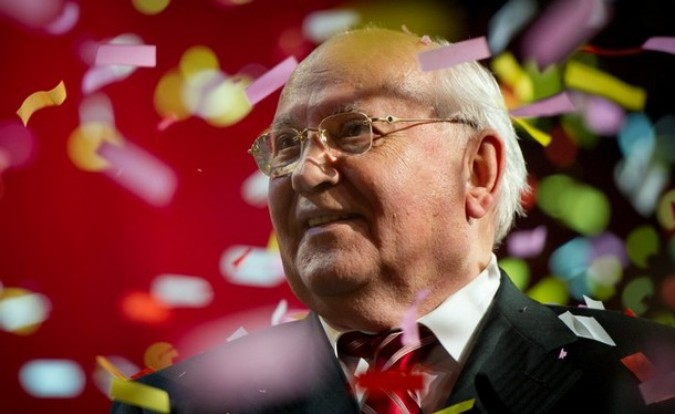 The concert is to celebrate the 80th birthday of the former Soviet leader Mikhail Gorbachev. Концерт в честь 80-летия бывшего советского лидера Михаила Горбачева, Лондон, Альберт-холл (Albert Hall), 30 марта 2011 года.