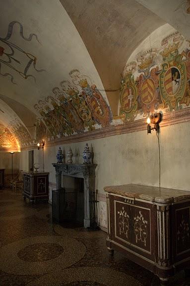 Замок г. Мазино - Castello di Masino, Italia 96850