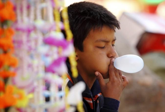 Холи фестиваль цветов (Holi festival of colours) в Катманду, Непал, 5 марта 2011 года.