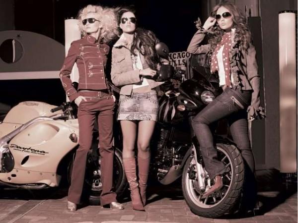 """Стиль  """"диско """" определял экзотический облик вечерней одежды 1970."""