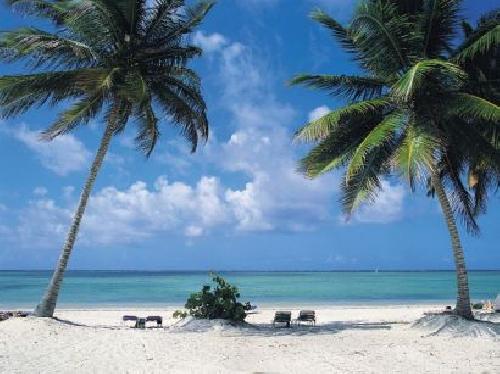 ...км от Сан-Педро-де-Макорис- четвёртого по величине города в Доминикане.