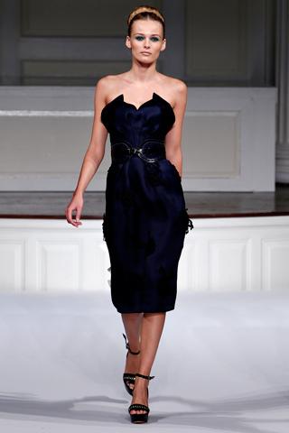 В 2011 году актуальны и платья в стиле 50-60х - корсетные наряды с...