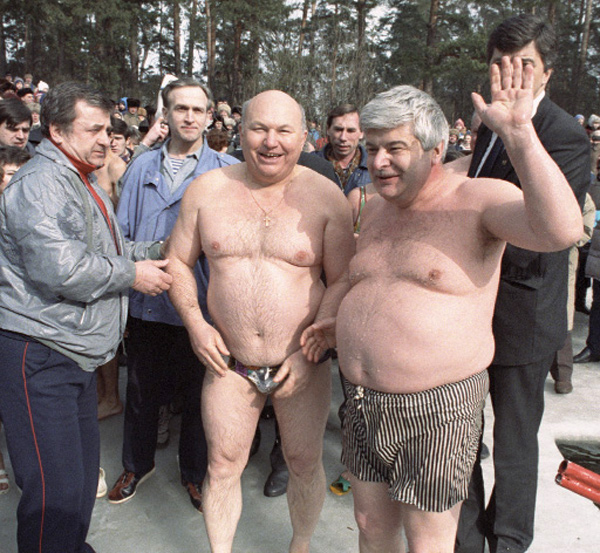 Показать фотографию - Yury Luzhkov and Gavriil Popov in Serebryany Bor.