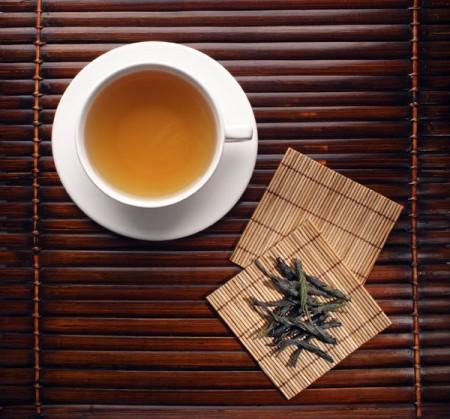 Желтый чай, как и большинство чаев, изготавливается в Китае.  Давным-давно этот чай могла пить только императорская...