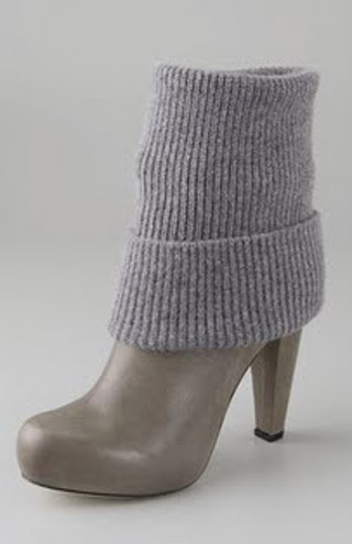 вязаные гетры на обувь.  Наступила весна и пора подумать о модных весенних аксессуарах.