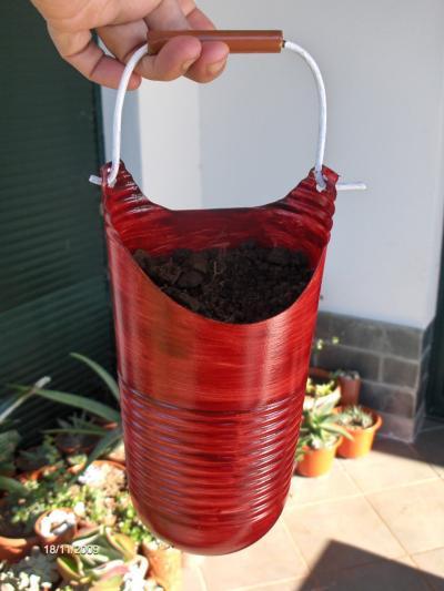 Кашпо из пластиковых 5 литровых бутылок фото
