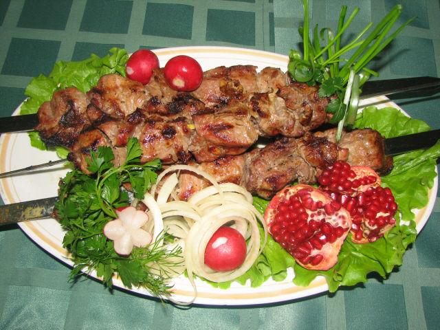 шашлык,мясо,шампур,свинина,куски,угли,блюдо,мангал,маринад