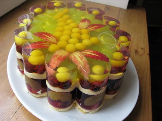 Желе - это вкусный прохладительный и низкокалорийный десерт.  Попробуем.  Лето - это время, радующее нас изобилием...