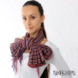 Двенадцать оригинальных способов завязывать и носить платок, шарф и палантин.  На дворе осень, дождь, холод.