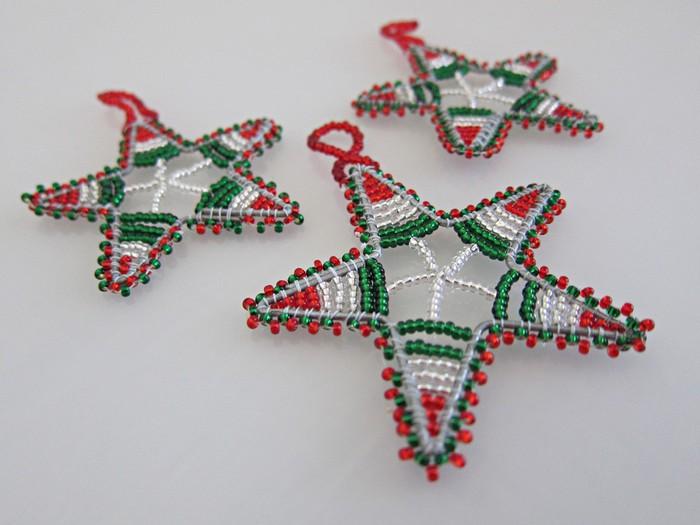 свой цитатник или сообщество! бисероманам - готовь сани осенью.) т.е. игрушки на елку.  Из бисера для новогодней елки.