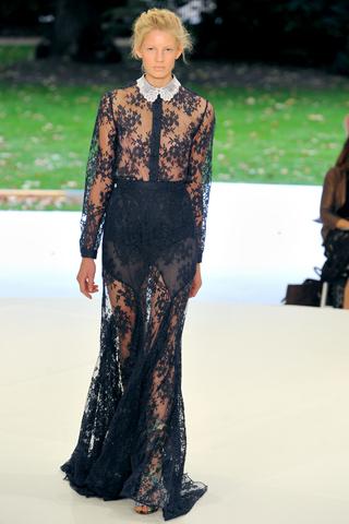 Кружевное вечернее платье от Erdem.
