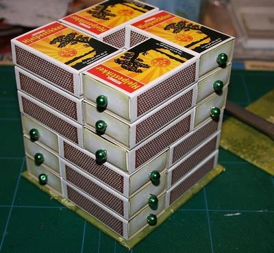 Для работы вам понадобятся спичечные коробки, клей, оберточная бумага, цветная бумага, бусины, проволока, картон.