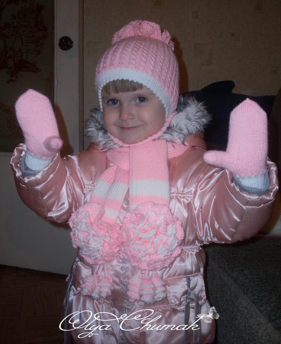 Зимний двойной комплект: шапка с ушками, шарфик, варежки, манишка.