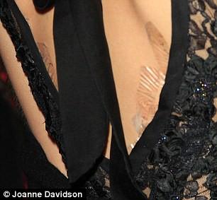 Своим внешним видом 20-летняя красотка шокировала публику: Гермиона оделась