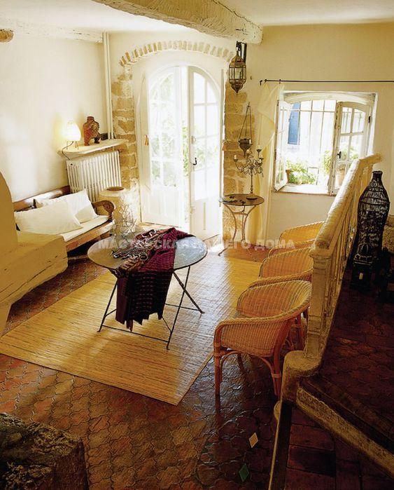 Ее ценность состоит в том, что она не серийная, а сделана на заказ.  Мебель в стиле прованс обязательно старая или...