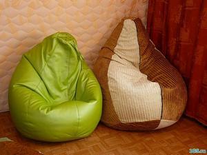Сидят в короткой юбке