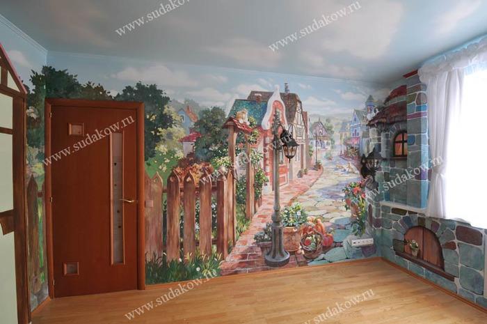 В альбоме декоративная роспись стен в