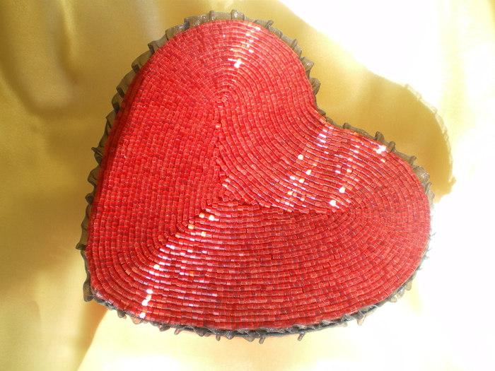 Шкатулка сердечко из бисера!  Наконец то я закончила мою шкатулку сердечко!!!Она долго лежала у меня и не хотелось...