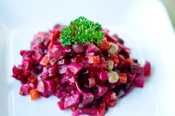 Винегрет 150 грамм свеклы, 300 грамм картофеля, 300 грамм соленых огурцов, 300 грамм квашенной капусты...