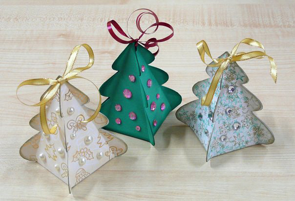 Новогодние украшения своими руками Это схема небольшой коробочки-елочки, в нее можно положить маленький сувенирчик...