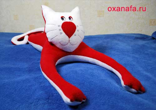 мягкой игрушки кота.
