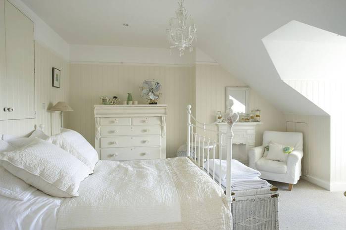 Bedroom chandelier size