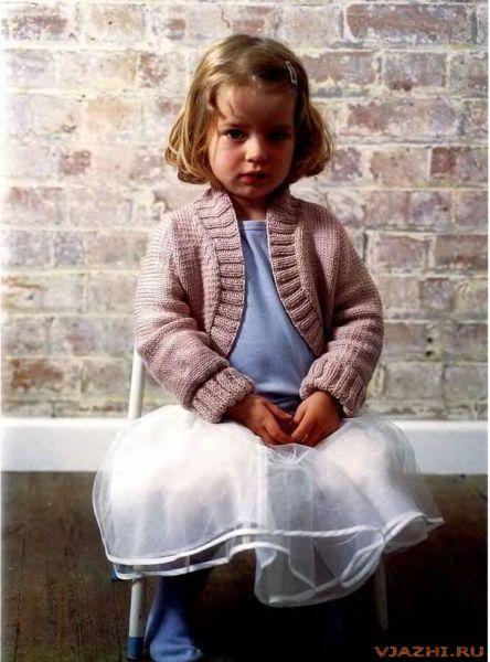 Вязаное спицами болеро для девочки 2годика.