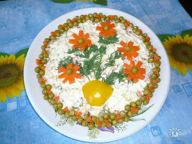 Как украсить салаты легко