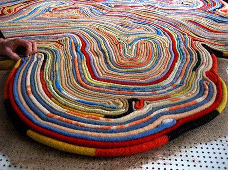 Вязание одежды из лоскутков ткани.