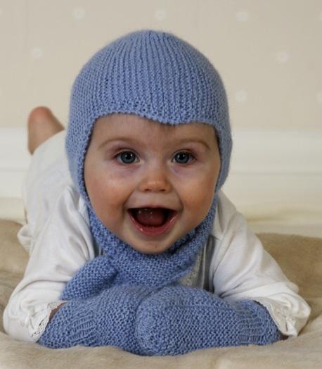 вязаной шапочки, шарфа и
