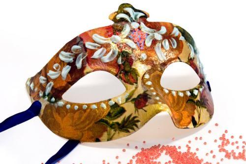 Чем украсить новогоднюю маску своими руками