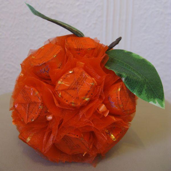 Как сделать из конфет яблоко