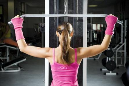 Держим мышцы рук плеч спины и груди в