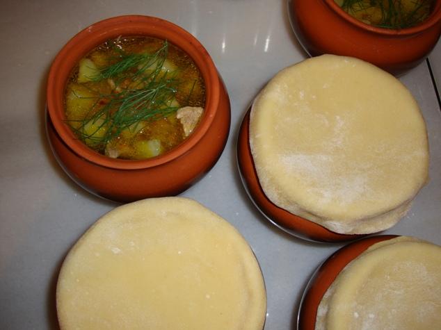 Блюда с тестом в горшочках рецепт