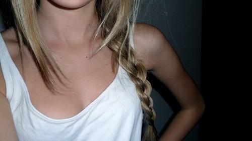 На примере именно девушки блондинки