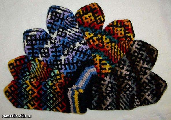 вязание варежек с орнаментом спицами.