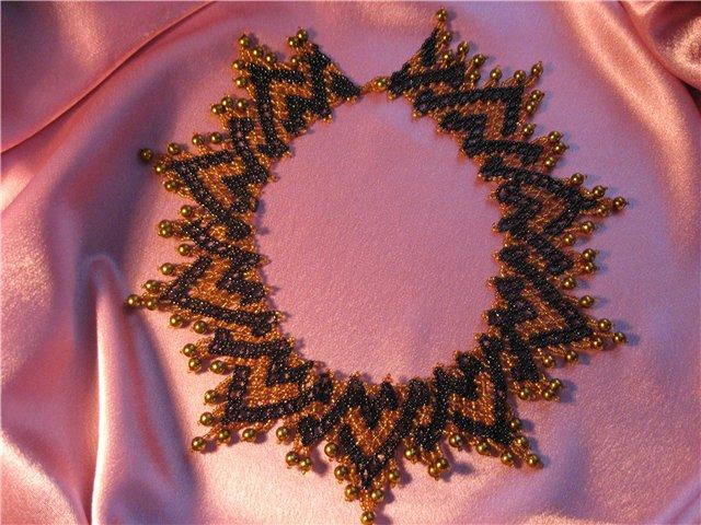 Просмотров: 114.  Раздел: Схемы. бежевый бусина керамическая золотой колье коричневый плетение ажурное чёрный Схемы...