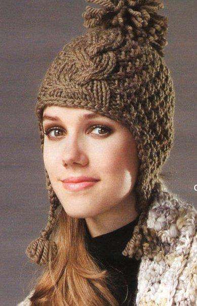 В вязаной детской шапочке с