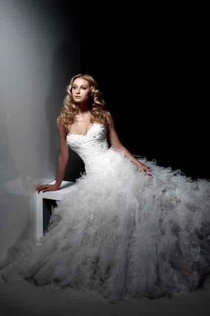 Пышные свадебные платья весна-лето 2012.