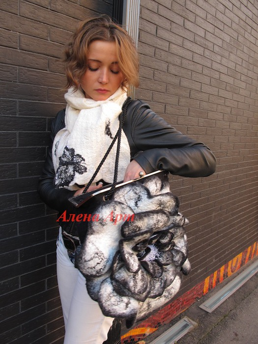 Ярмарка Мастеров - ручная работа Валяная сумка-цветок Черно-белые сны.