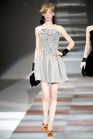 Коктейльные платья мода осень 2011 - 2012 от Emporio Armani - тенденции.