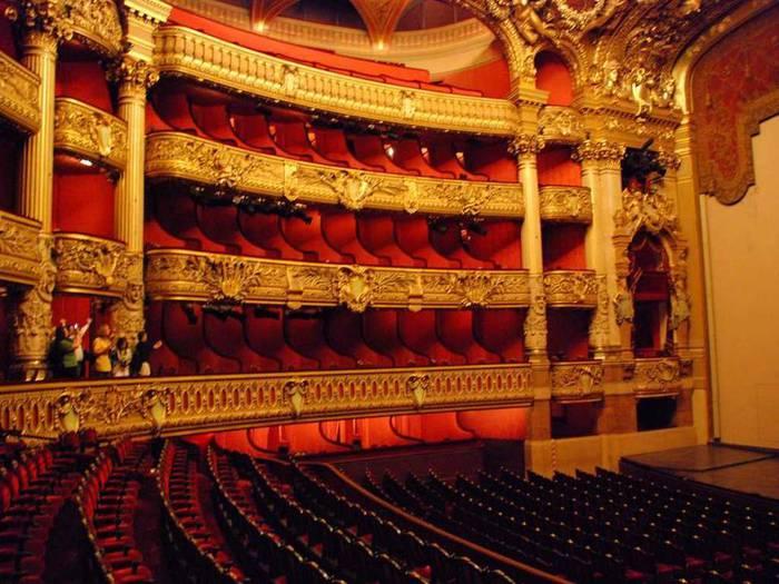 Гранд Опера или Опера Гарнье является лучшим архитектурным выражением стиля Наполеона III.