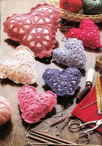 Сердечки + выкройки + МК + идеи Скоро День святого Валентина, или День влюблённых.  Отмечающие этот праздник дарят...