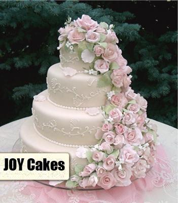 посмотрела на тортики, так снова именно свадебным полакомиться захотелось. у нас торт был простенький в нейтральных